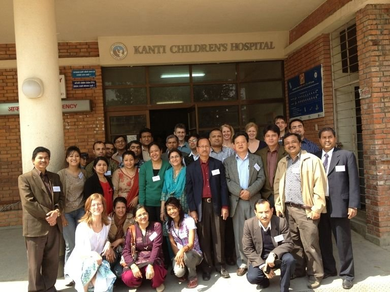 Faculty-and-delegates-of-IPET-course-Nepal-Rachel-Kneen-2013.jpeg